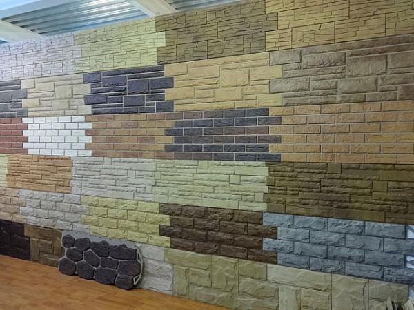 Пластиковые панели для облицовки дома могут имитировать любые существующие виды фасадных материалов