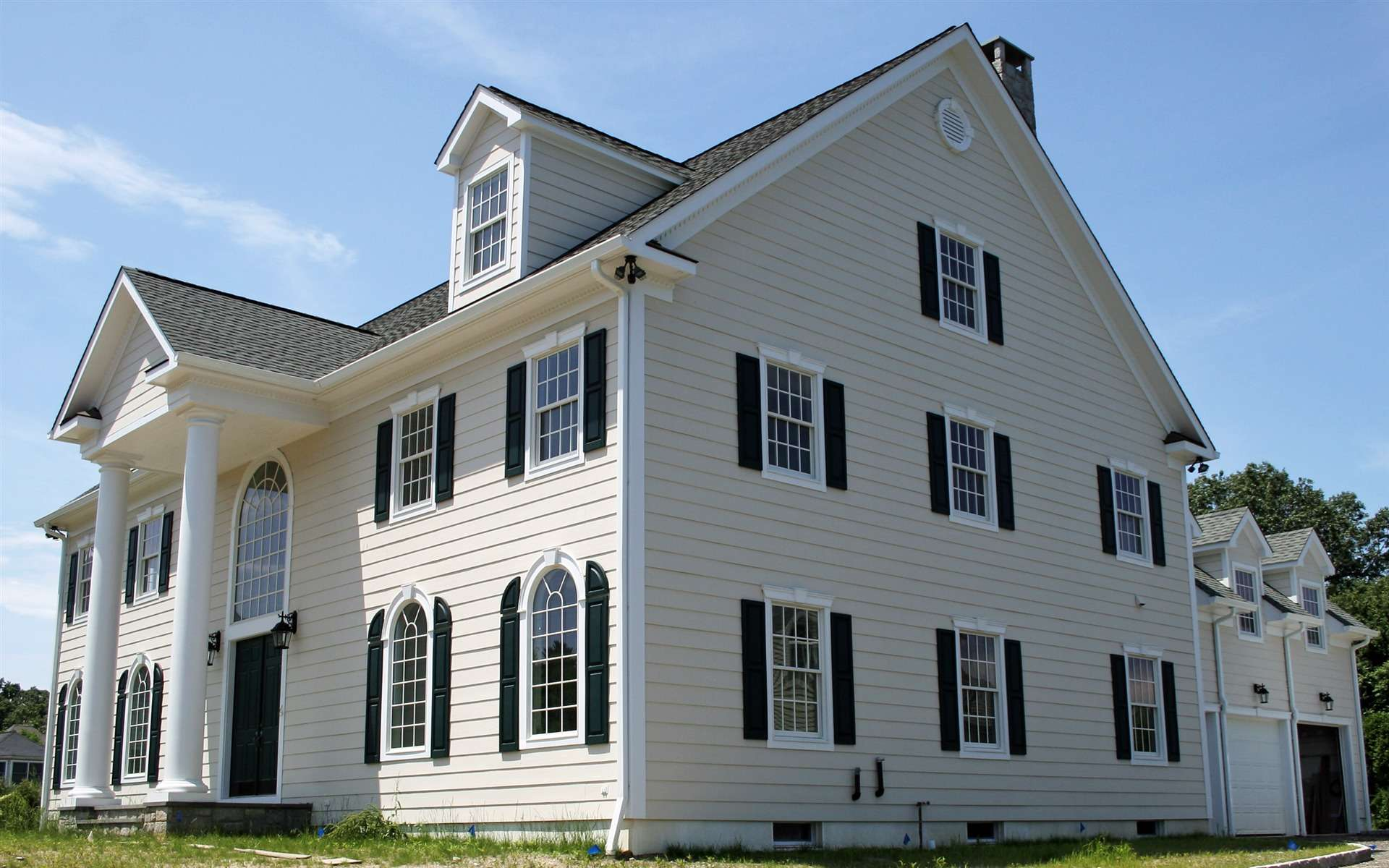 фото светлых окрашенных домов предоставляем общежитие, компенсируем