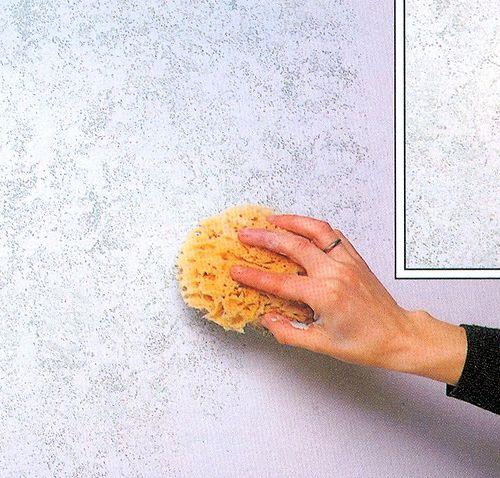 Декорирование стены губкой