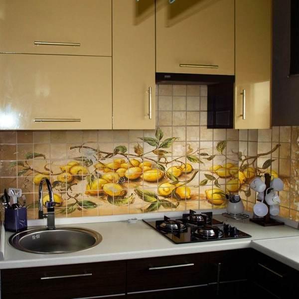 Декор рабочей стены кухни с помощью плитки