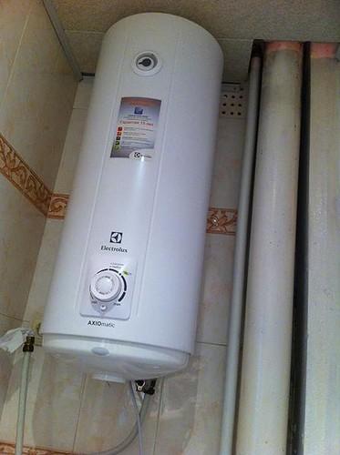 Крепление водонагревателя к стене