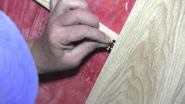 Монтаж панелей мдф может осуществляться с помощью кляймеров, шурупов или саморезов