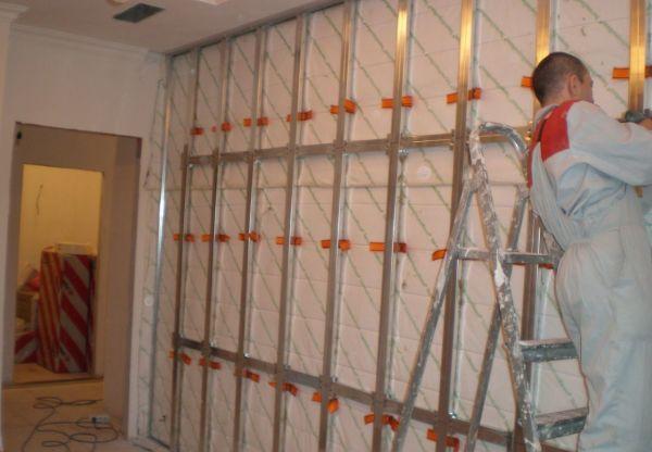 Процесс создания металлической обрешётки для монтажа настенных панелей из мдф