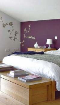 Фиолетовый цвет в отделке спальни