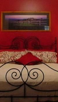 Красная спальня для романтиков