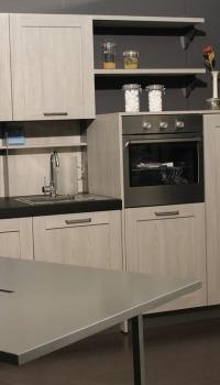 Металлические обои на кухне, добавят в неё загадочности и эстетики