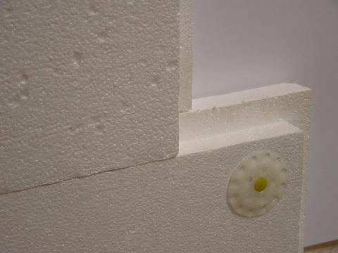 Пенопласт материал очень лёгкий и довольно недорогой, но он хорошо держит тепло и звукоизоляцию