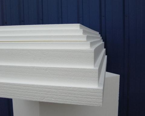 Пенопласт может быть разной толщины, что удобно для небольших, по объёму, помещений