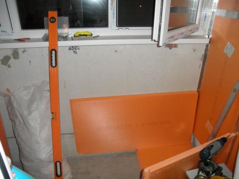 Пенопластом очень часто утепляют стены балконов и лоджий