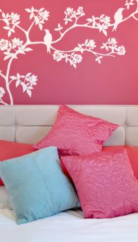 Радостная розовая спальня