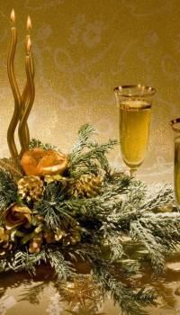 Шампанское и сосновые веточки