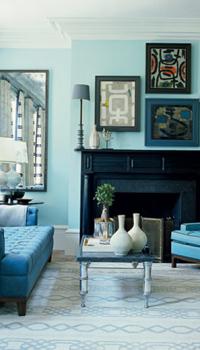 Сочетание голубого цвета гостиной с голубой мебелью
