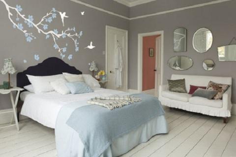 Стена в спальне оформление над кроватью виниловыми наклейками