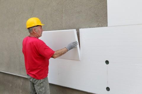 Так как пенопласт не пропускает воздух, не рекомендуется утеплять им стены в жилых помещениях