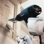 Очищаем краску при помощи строительного фена