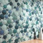 Отделываем стены ванной стеклянной мозаикой