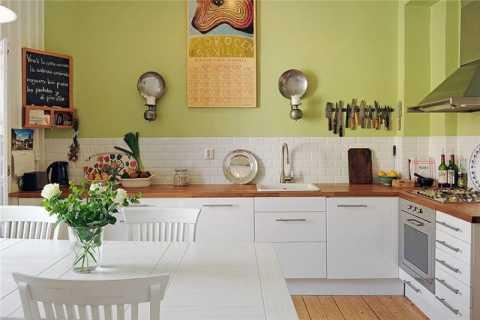Сочетание белой мебели с ярким салатовым цветом
