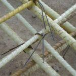 Стеклопластиковый каркас, связанный проволокой