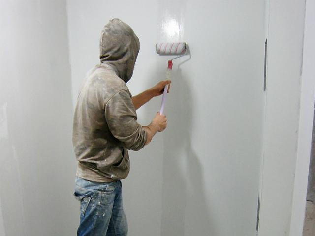 сколько должна сохнуть грунтовка перед покраской стен