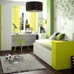 Теплые оттенки стен в небольшой комнате