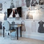 Юной моднице придутся по вкусу фотообои с изображением одежды