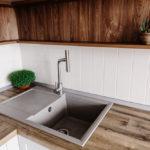 фартук, сделанный плиткой на кухню